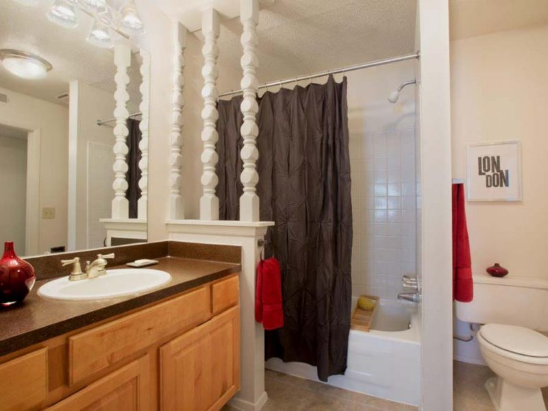 TGM Autumn Woods Apartments Bathroom